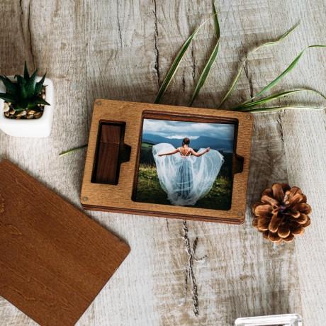 Коробочка деревянная InstaBox для фото 7х7 и флешки