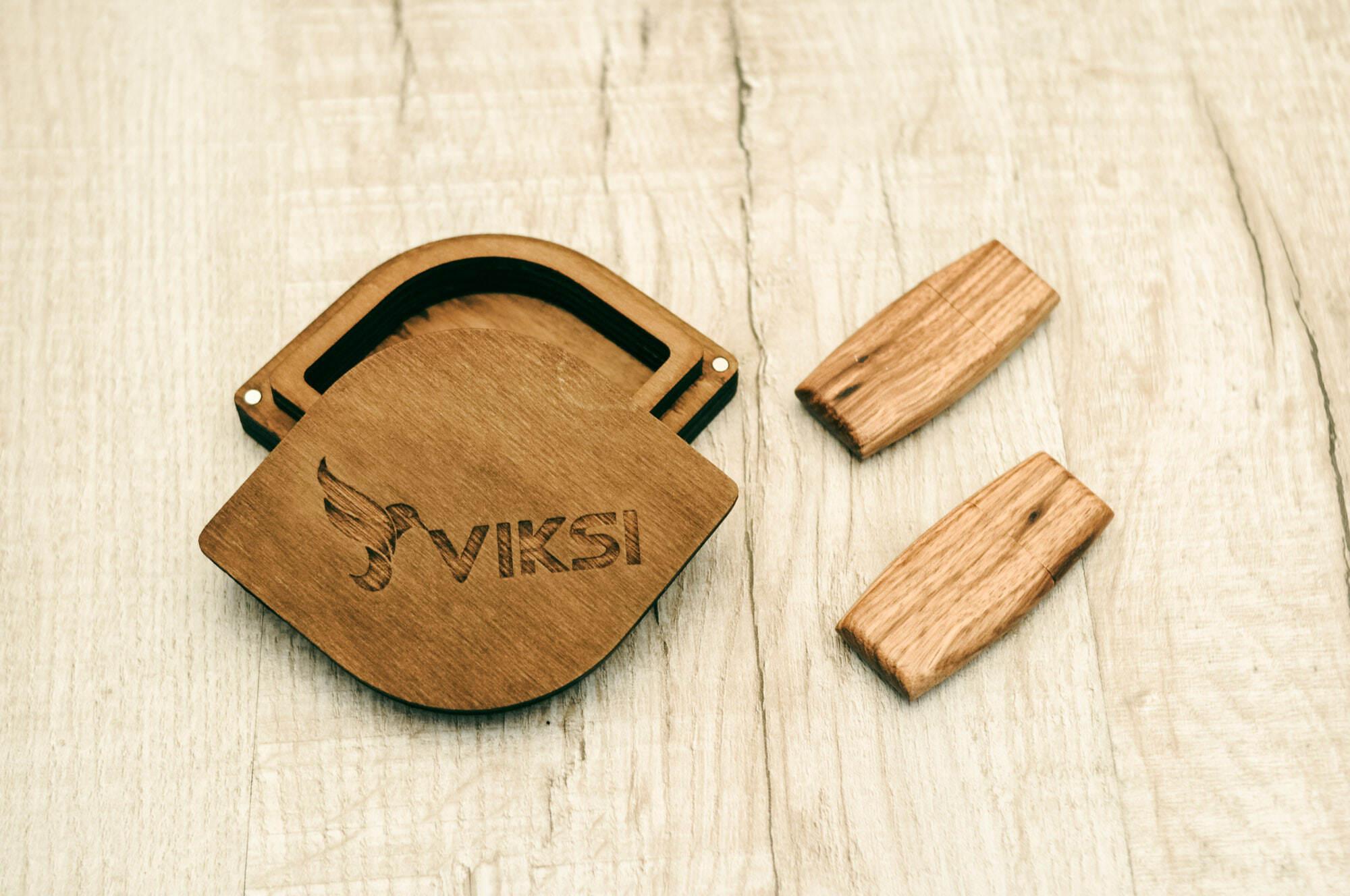 Лазерная гравировка деревянных флешек